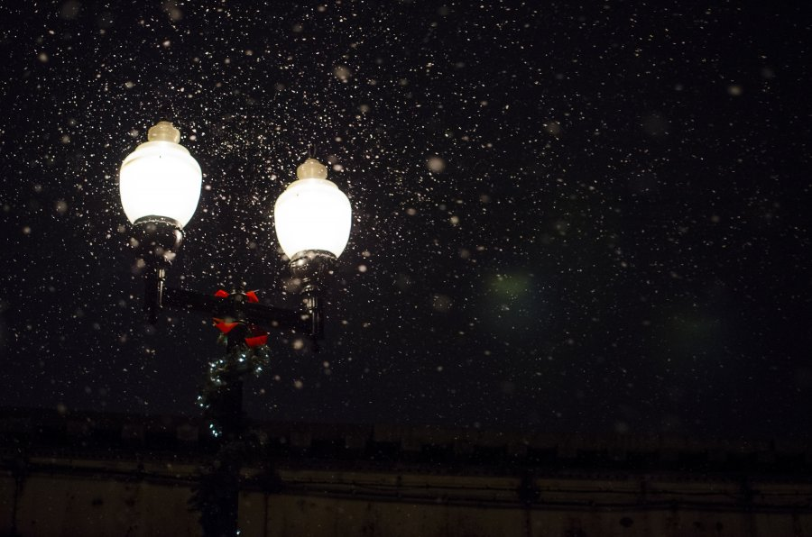 Free Photos: Snow falling over a street lamp | Objects | Hide Obara