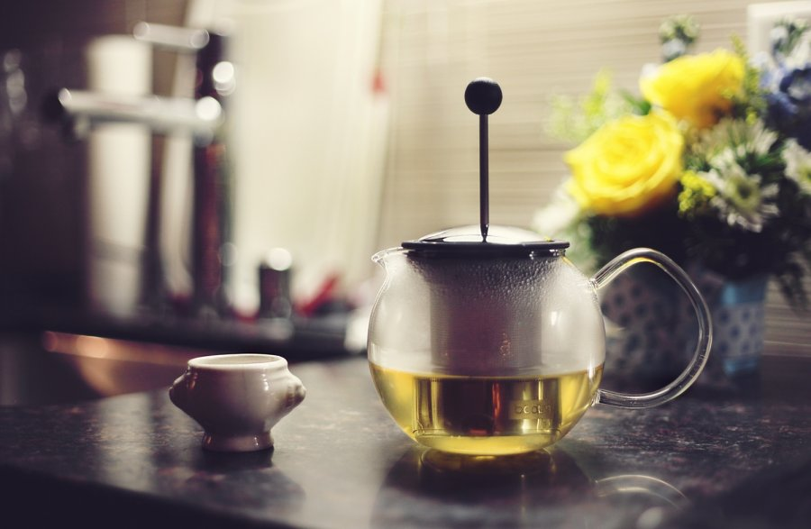 Free Photos: Tea pot and flowers on table | Interiors | Vee-O