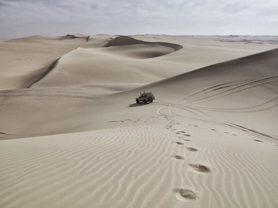 Free Photos: Jeep going through the desert | Nature | Dyaa Eldin Moustafa