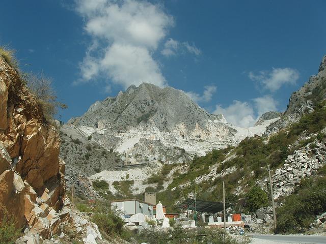 Free italy carrara marble mountains outside