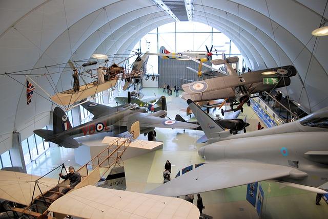 Free museum aircraft vintage propeller bi-wing display