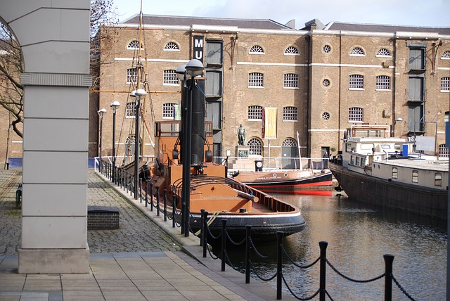 Free docklands canary wharf london boats water