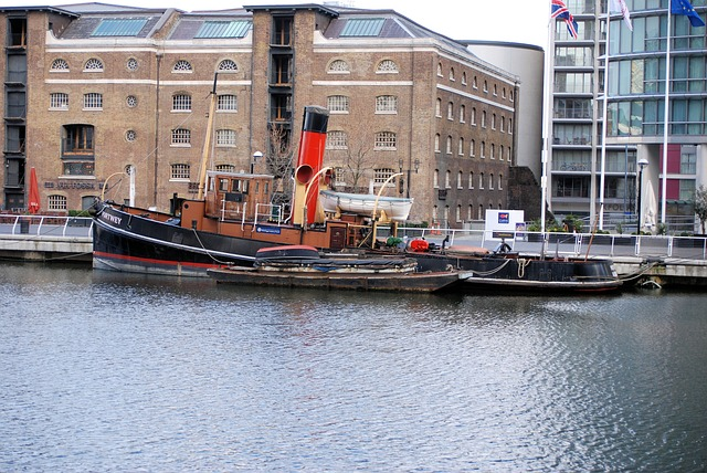 Free docklands canary wharf london boat water