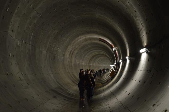 Free tunnen shaft depth deep people hiking dark