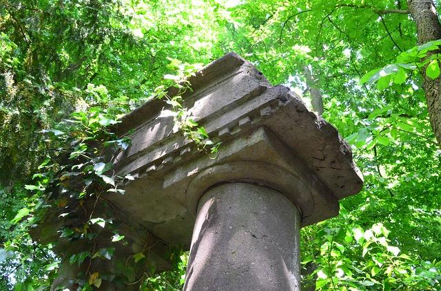 Free ruins stone sculptures overgrown green