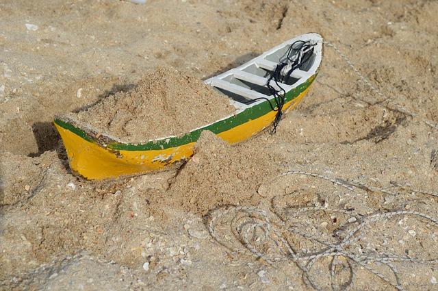 Free toy sand boat macro fisherman