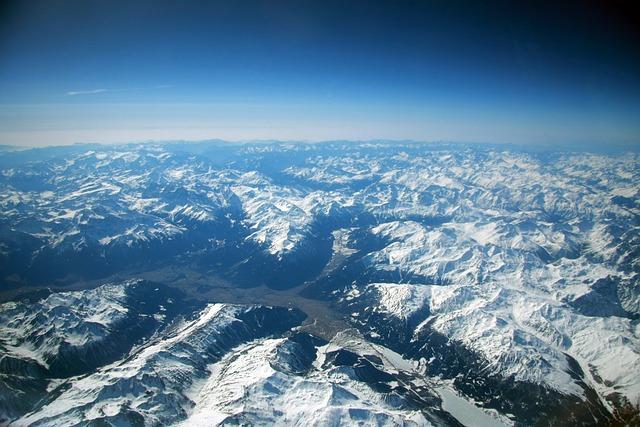 Free pyrenees mountains snow zenith plane landscape