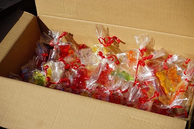 Free cardboard gummi bears packed sachets mitbringsel