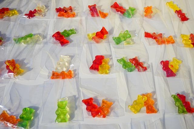 Free gold bears red yellow green white gummi bears