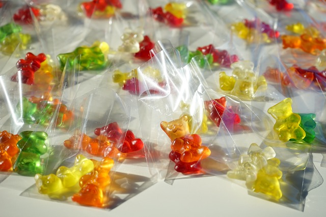 Free fruit gums bags gummi bears packed sachets