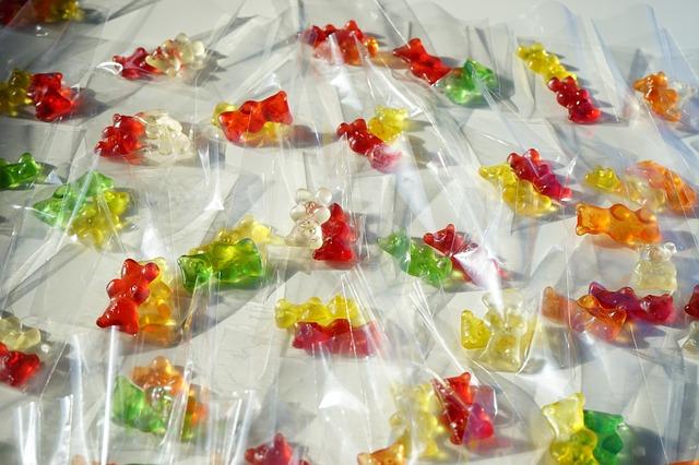 Free bags gold bears gummi bears packed sachets
