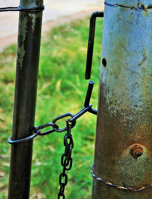 Free farm gate gate post pole metal rust chain secure