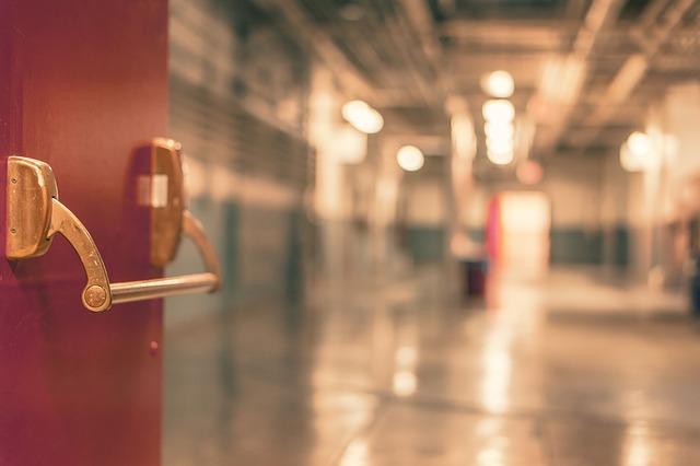 Free door entry hospital passage