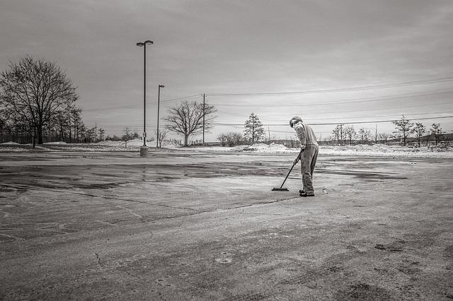 Free scavenge sweep cleaning man street