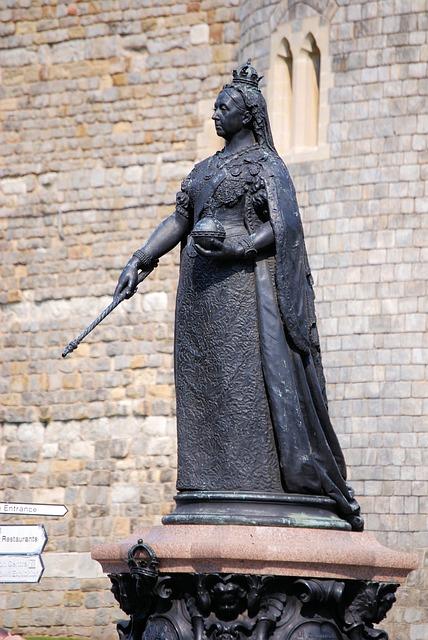 Free statue sculpture queen victoria windsor memorial