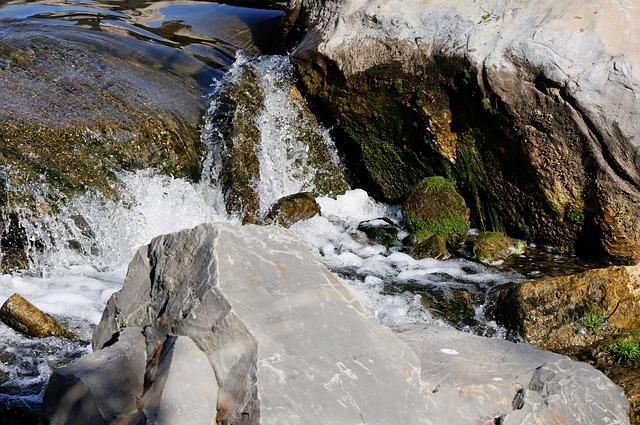 Free bach creek water splash spray stones moss