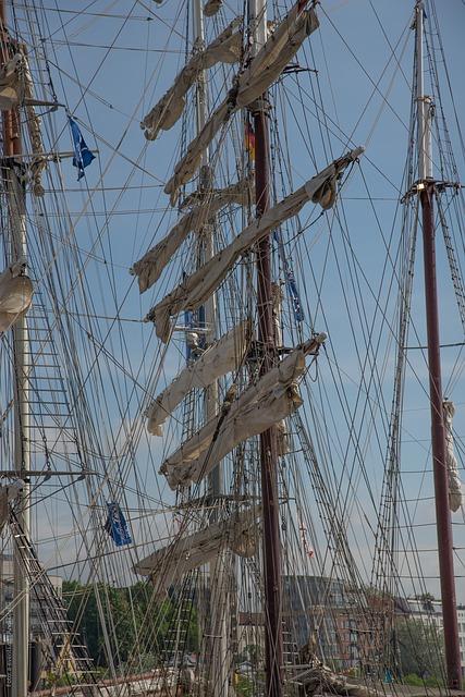 Free rigging sailing vessel boat mast sail sun