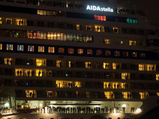 Free hamburg night hafengeburtstag cruise ship germany