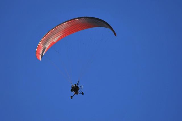 Free motorized parafoil parachute canopy motor trike