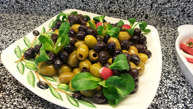 Free black and grüne olives food delicious eat olive