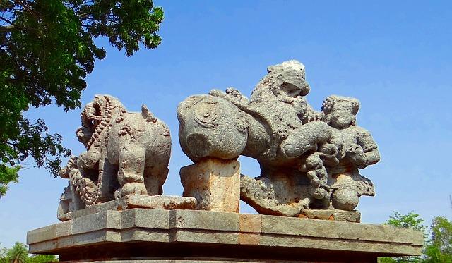 Free sculpture temple hindu halebidu