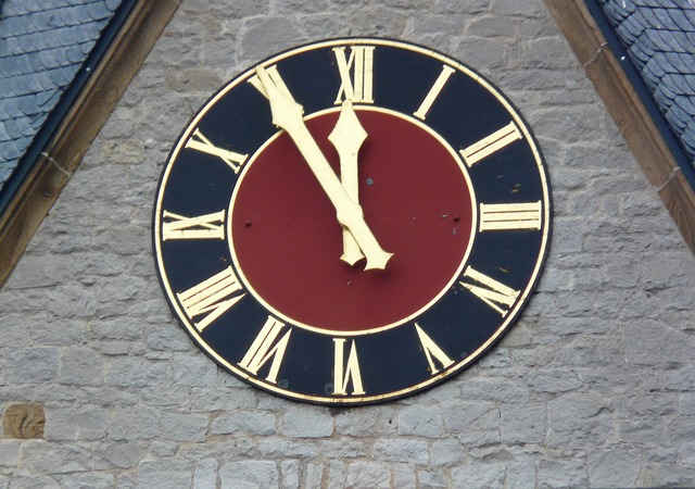Free 5 vor 12 time of countdown clock church clock