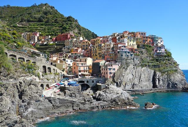 Free               cinque terre italy manarola liguria rock sea
