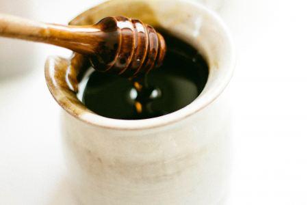 Free Honey dipper over a honey pot