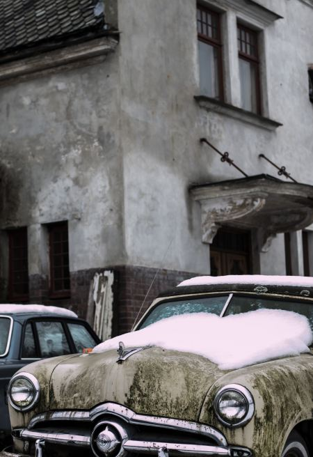 Free Vintage car covered with snow