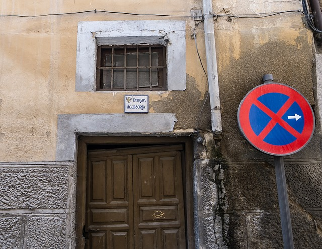 Free door signal input forbidden facade warning