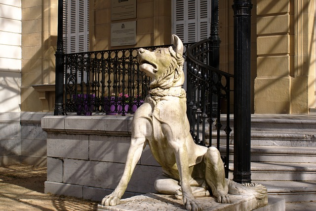 Free stone figure dog guardian