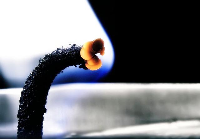 Free wick flame hot wax burn candle black glow