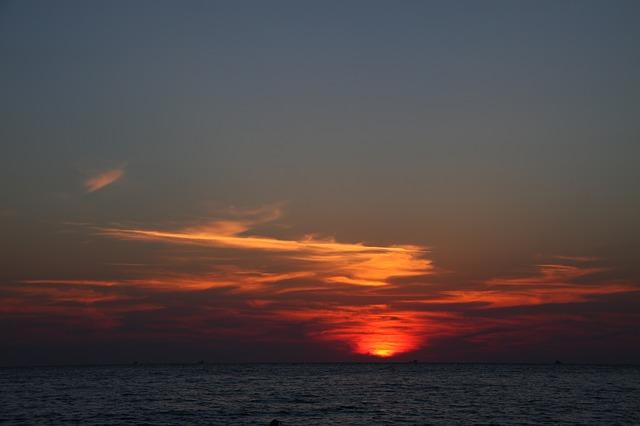 Free sea island glow twilight