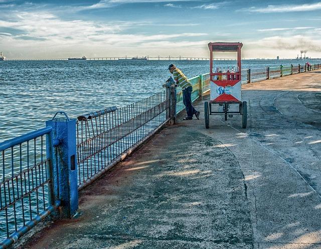 Free maracaibo venezuela vendor man sea ocean water