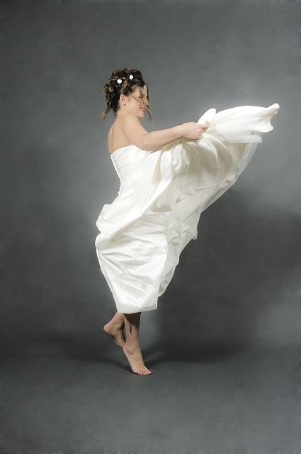 Free bride jump white brides feast wedding dress