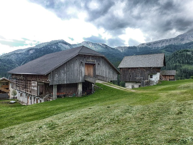 Free italy landscape scenic sky clouds barn house
