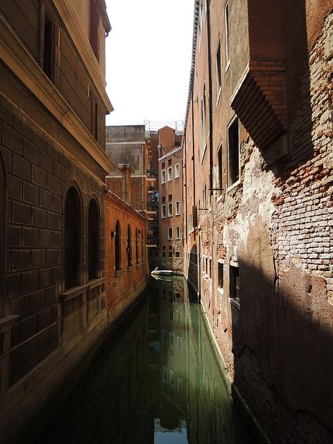 Free venice taly houses rialto river water gondola