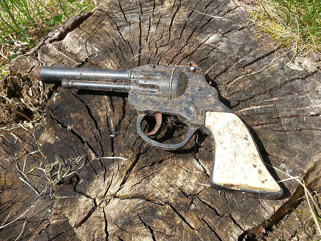 Free pistol toys old weapon play children toys