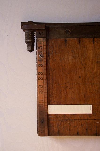 Free slitter typography cutting machine wood