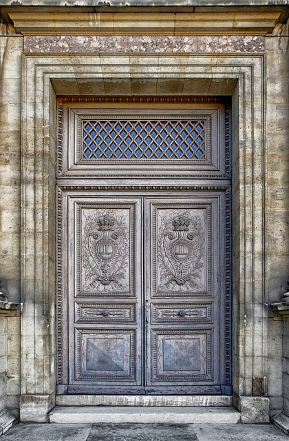 Free paris france louvre palace building door doorway