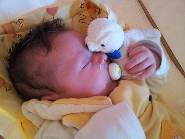 Free baby bottle suck feed mother infant sleep