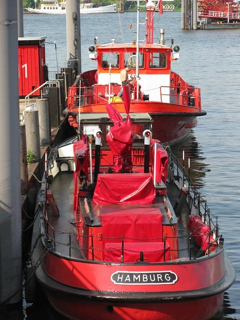 Free hamburg port ship shipping container distress