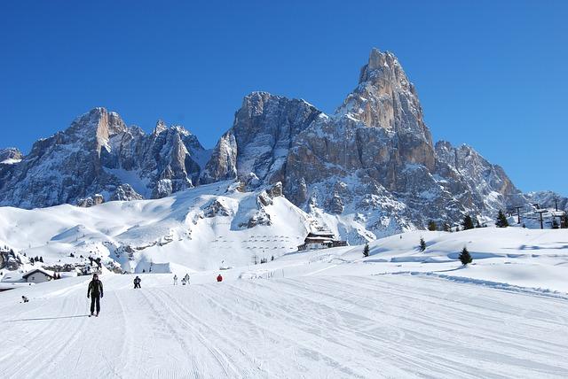 Free snow mountain mountains dolomites skiers sci