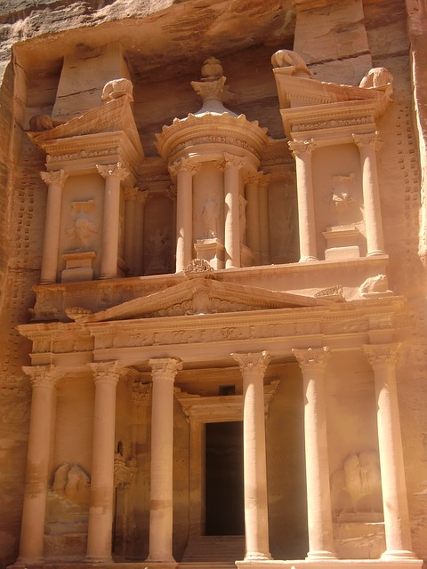 Free jordan petra rock town
