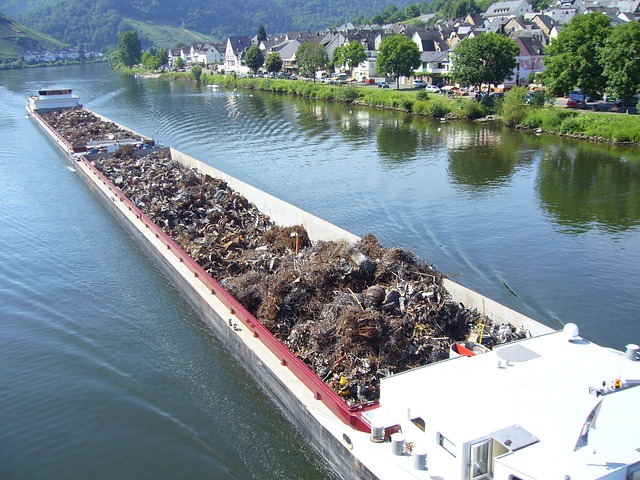 Free mosel river shipping transport of goods scrap