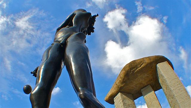Free dali madrid statue sky stone metal bronze art
