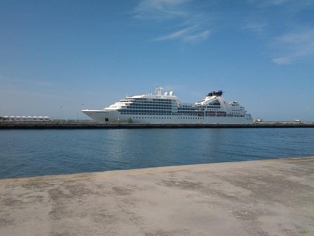 Free ship maritime shuttle port coast ships dock