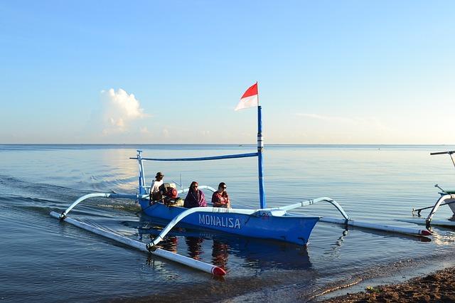 Free boat in beach lovina