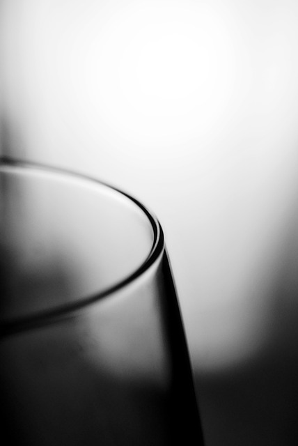 Free glass edge black and white