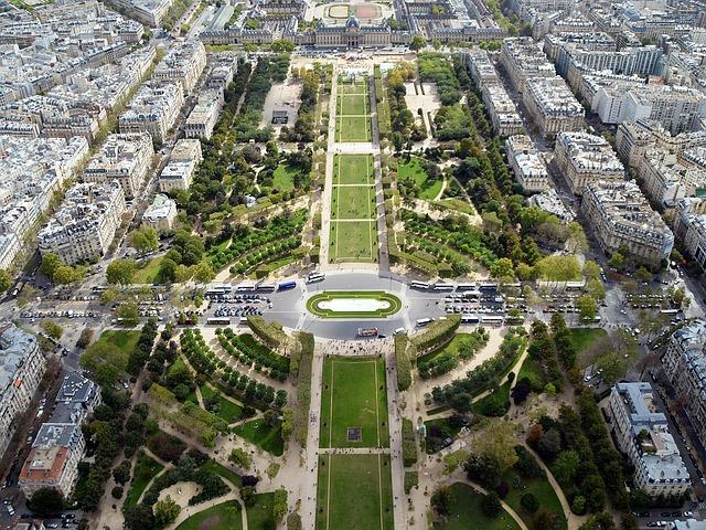 Free champ de mars paris garden